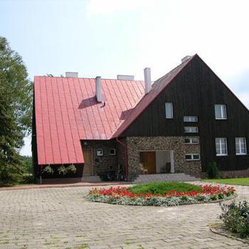 Kamińsko-Dom pod modrzewiami-Agroturystyka.jpeg
